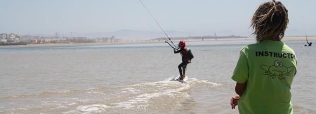 cursos kitesurf niños tarifa