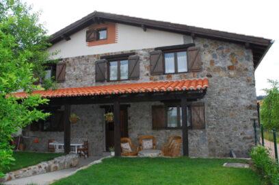 fachada casa rural altuena