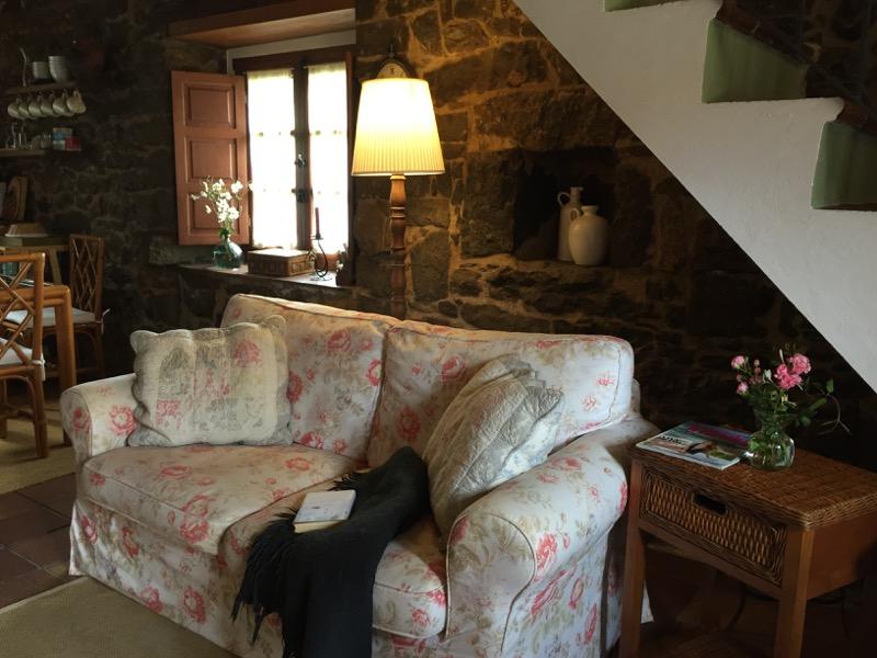 salon sofa pisondefondon asturias 1
