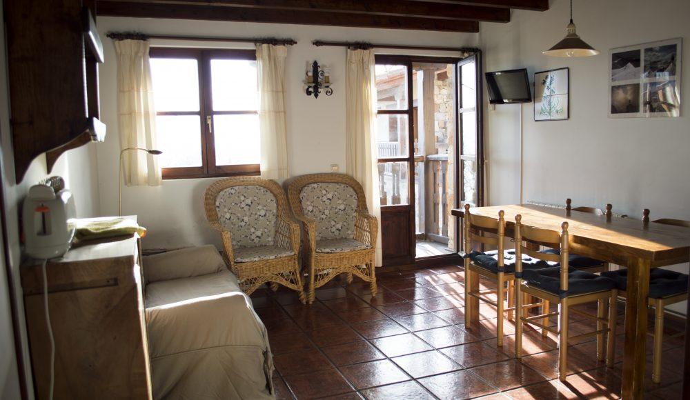 3 Cocina comedor. Apartamentos rurales Fuente de Somave 1000x580
