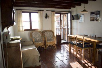 3 Cocina comedor. Apartamentos rurales Fuente de Somave 355x236