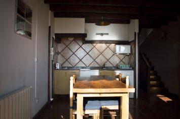 5 Detalle cocina comedor. Apartamentos rurales Fuente de Somave 355x236
