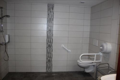 Baño adaptado casa rural gure Ametsa 500