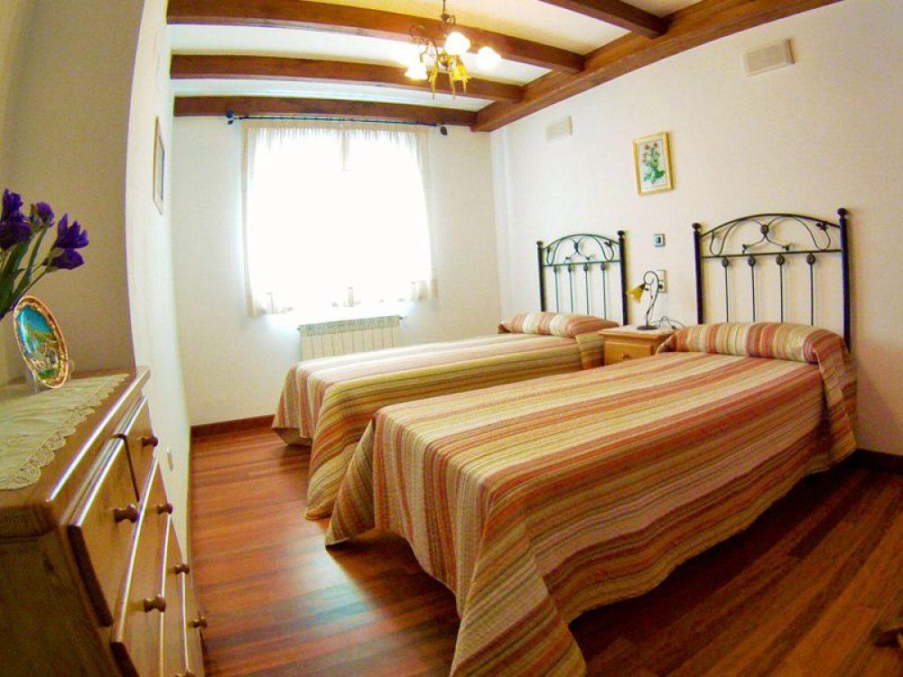 el canton bistruey habitacion dos camas planta baja 3788551954
