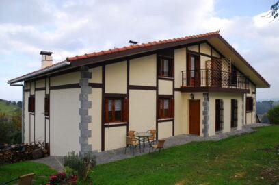 fachada casa rural zelaietaberri