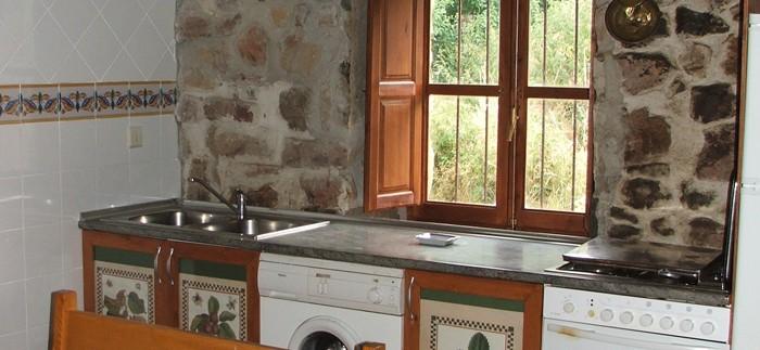 Casa Rural Pin Cocina 01 700x323 1