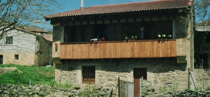 Casa Rural Pin Fachada 03 700x323 1