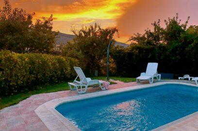 casa rural piscina atardecer puesta sol